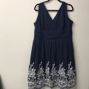 Dress barn blue and white floral dress size 16.
